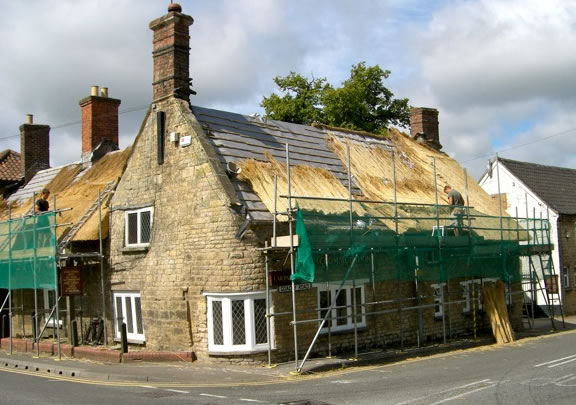Re-thatching the Horseshoes in 2010. (Photo Alan Luntley.)