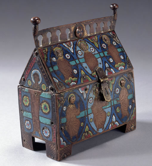 This Limoges casket is in the Rutland museum. The small heads can be clearly seen.